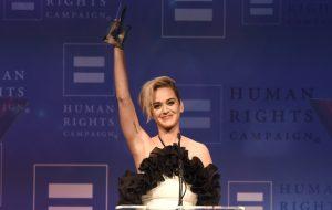 Katy Perry é homenageada com prêmio por seu trabalho em prol da comunidade LGBTQ