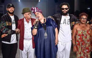 Grife do Emicida, LAB fecha SPFW dando um show de samba e representatividade