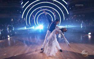 """Normani, do 5H, prova que dança DEMAIS em sua estreia no """"Dancing With the Stars"""""""