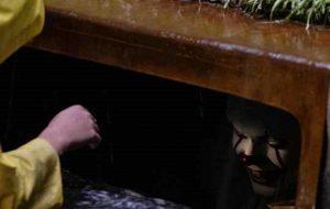"""Medo! Pennywise está dentro de um bueiro em nova foto de """"It: Uma Obra-Prima do Medo"""""""