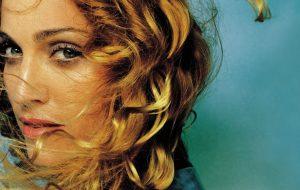 """""""Ray of Light"""" da Madonna completa 19 anos! Relembre um dos melhores discos da cantora"""