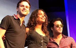 """Fãs estão surtando com o elenco de """"13 Reasons Why"""" na Comic Con Recife"""