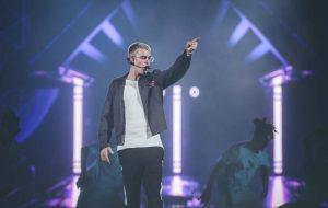 "Justin Bieber cancelou turnê para ""se rededicar a Cristo"""