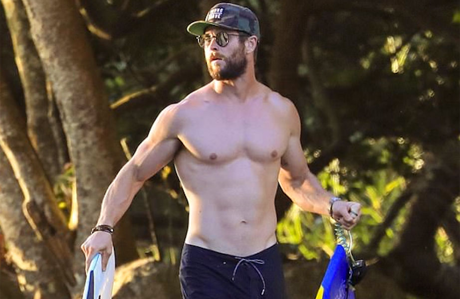 chris-hemsworth-sem-camisa-praia