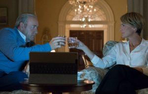 """Tensão total em """"House of Cards"""" com essas cinco novas imagens da 5ª temporada…"""