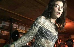 Lorde apresenta música nova em show surpresa para 300 pessoas