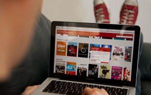 Netflix está calculando o tempo da sua viagem nos feriados e sugerindo séries para ver offline