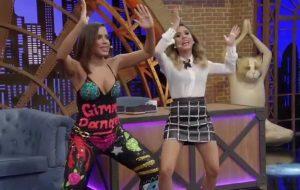Anitta faz imitações maravilhosas e fala sobre carreira internacional no programa da Tatá Werneck