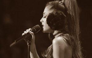 """Ariana Grande voltará a Manchester com show beneficente: """"não deixaremos o medo vencer"""""""