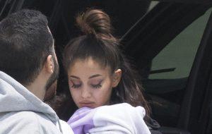[ATUALIZADO] Ariana Grande volta aos EUA após tragédia em show