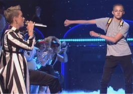 "Vem ver os vídeos do ""Garoto da Mochila"", que roubou a cena no SNL da Katy Perry"