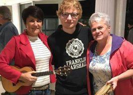 Ed Sheeran já está curtindo um samba aqui no Brasil