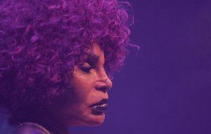 """Elza Soares libera álbum remix de """"A Mulher do Fim do Mundo"""" no YouTube"""