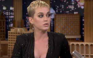 """""""É para quando alguém quiser te humilhar"""", diz Katy Perry sobre """"Swish Swish"""""""