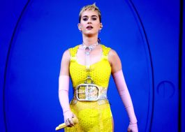 """Katy Perry se emociona ao falar sobre Manchester em show: """"não podemos deixar eles ganharem"""""""