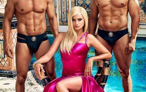 """Penélope Cruz está poderosíssima como Donatella Versace em foto oficial de """"American Crime Story"""""""