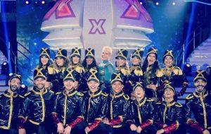 "Saudades da nave da Xuxa? Ela aterrisou no palco do ""Dancing Brasil""!"