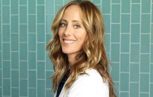 """""""Grey's Anatomy"""": Kim Raver, a Teddy Altman, aparecerá na 14ª temporada!"""