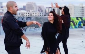 """Maite Perroni caindo no reggaeton em prévia de """"Loca"""""""