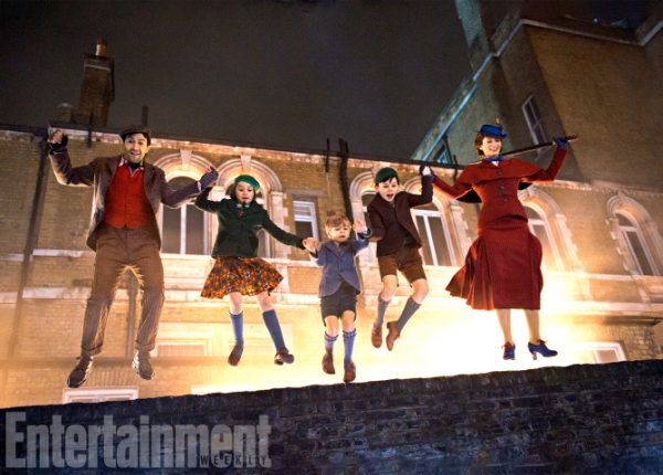 Mary Poppins Return (2018) L to R: Lin-Manuel Miranda, TK, TK, TK and Emily Blunt ANY ADDITIONAL USAGE SHOULD BE CLEARED WITH DISNEY