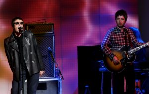 "Noel e Liam Gallagher doam royalties de ""Don't Look Back In Anger"" para ajudar Manchester"