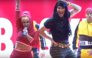 "Gretchen se fantasia de Katy Perry para apresentar ""Swish Swish"""