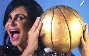 """Gretchen é a """"dona da bola"""" em clipe de """"Swish Swish"""", da Katy Perry"""