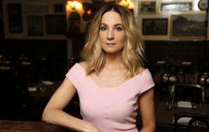 """Joanne Froggatt """"não faz ideia"""" de quando irá sair o filme de """"Downton Abbey"""""""