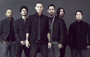 "Mike Shinoda fala sobre futuro do Linkin Park: ""Não posso ter um holograma do Chester"""
