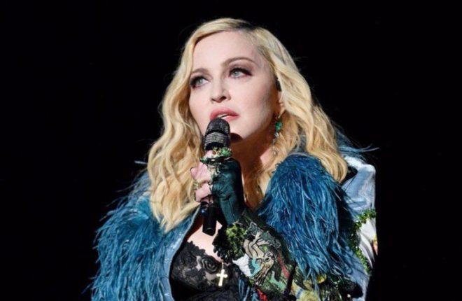 ea95413b662dd Ivete e Sabrina Sato surtam com Madonna cantando pertinho delas