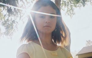 """Selena Gomez libera prévia do clipe de """"Fetish"""" depois de áudio vazado"""