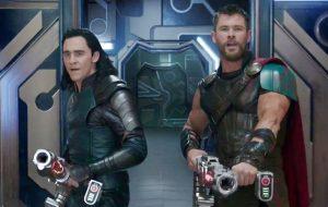 """Chris Hemsworth diz que """"Thor: Ragnarok"""" é o filme da Marvel em que mais se divertiu"""