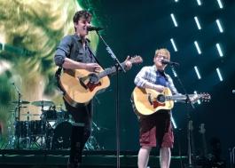 Ed Sheeran canta com Shawn Mendes em show