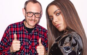 Anitta vai encontrar o fotógrafo Terry Richardson no Brasil… Será para o clipe novo?