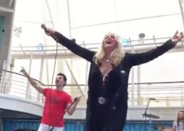 "Vem ver Bonnie Tyler cantando ""Total Eclipse of The Heart"" durante o eclipse"