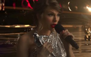 "Taylor Swift tá matando as Taylor Swifts no clipe de ""Look What You Made Me Do"""