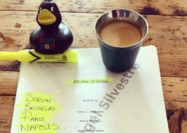 """Miguel Ángel Silvestre posta foto de roteiro do episódio especial de """"Sense8"""""""