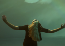 "SIA lança clipe de ""Rainbow"", trilha sonora de ""My Little Pony"""