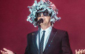O sofrimento de um fã dos Pet Shop Boys vendo um show deles em 2017 no Rock in Rio