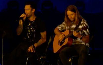 Adam Levine cantou em português