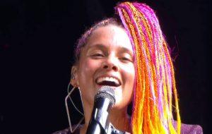 Alicia Keys trouxe talento, simpatia e protesto político ao Rock in Rio