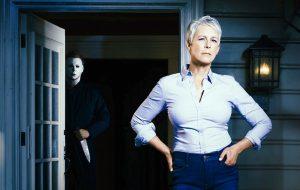 """Jamie Lee Curtis é confirmada em novo """"Halloween"""" no clássico papel de Laurie Strode!"""