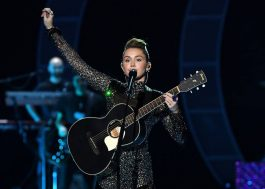 "Miley Cyrus apresenta ""Week Without You"" pela 1ª vez ao vivo"