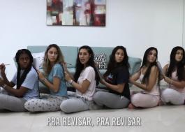 """""""Estudando pro ENEM"""": alunas de cursinho fazem paródia maravilhosa de """"New Rules"""", da Dua Lipa"""