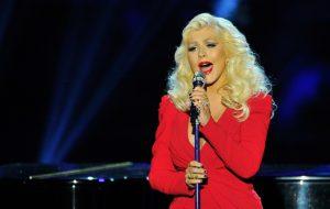 Christina Aguilera cantará hits de Whitney Houston no American Music Awards