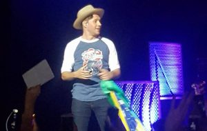 Niall Horan faz 1º show solo no Rio e afirma que volta em 2018! (Ah, e as directioners seguem loucas)