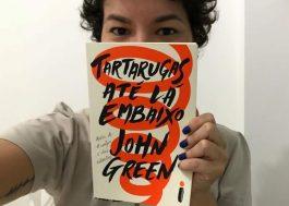 """""""Tartarugas Até Lá Embaixo"""" é o melhor e mais pessoal livro de John Green"""
