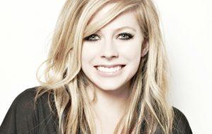 Produtor diz que novo álbum de Avril Lavigne será finalizado neste mês