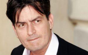 Charlie Sheen é acusado de abusar sexualmente de ator com 13 anos em 1986