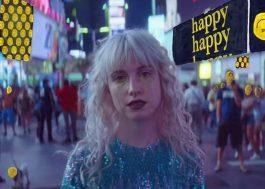 """Paramore só encontra emoções falsas no clipe de """"Fake Happy"""""""